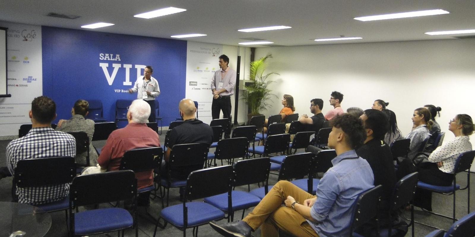 Compradores internacionais se reúnem para conhecer o programa Certifica Minas Café e o mapeamento cafeeiro de Minas Gerais